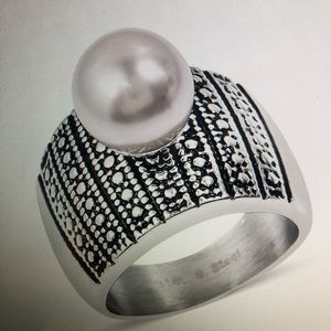 Jewelry - SHELL PEARL BLACK OXIDIZED RING
